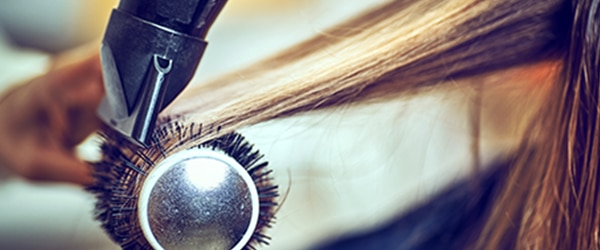 cheveux fer à lisser