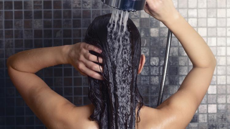 Il calcare dell'acqua ha un impatto sui capelli? | Ducray