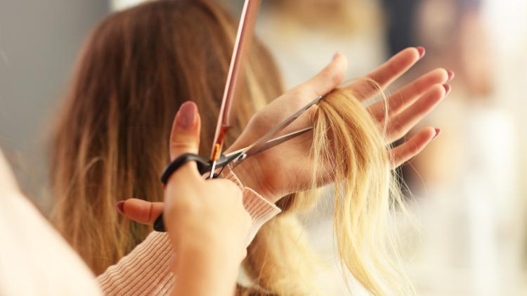 Perché i capelli secchi appaiono spenti? | Ducray