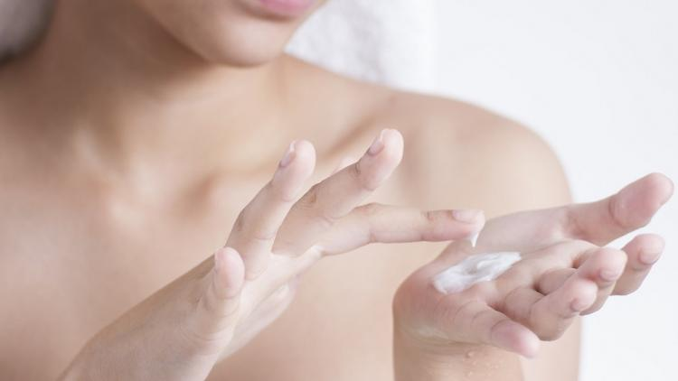 application-crème-eczéma