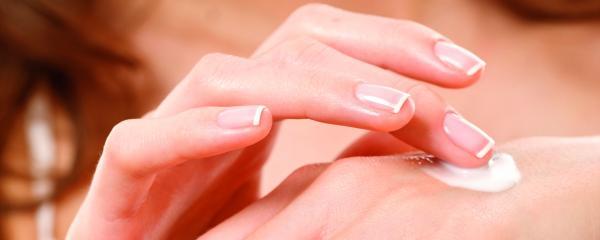 Există o diferență între pielea uscată și cea deshidratată?